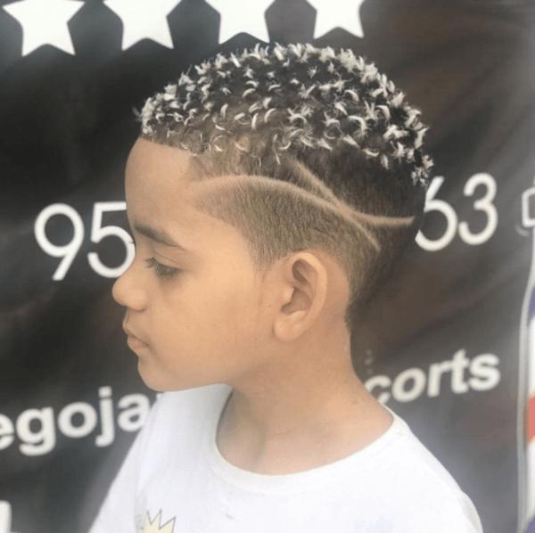 Los mejores cortes de pelo con navaja para hombre 2022 topitos blancos