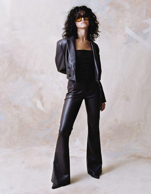 Pantalón flare efecto piel moda mujer C. Tangana x Bershka