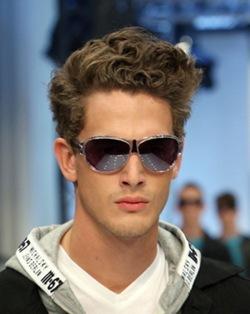 estilos en cabello ondulado hombres