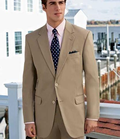 por ultimo tenemos el traje color caqui , infaltable de la época de ...