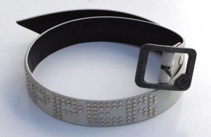 von-zipper-cinturon-studs-blanco.jpg