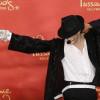 El guante blanco de Michael Jackson fue vendido por 49 mil dólares