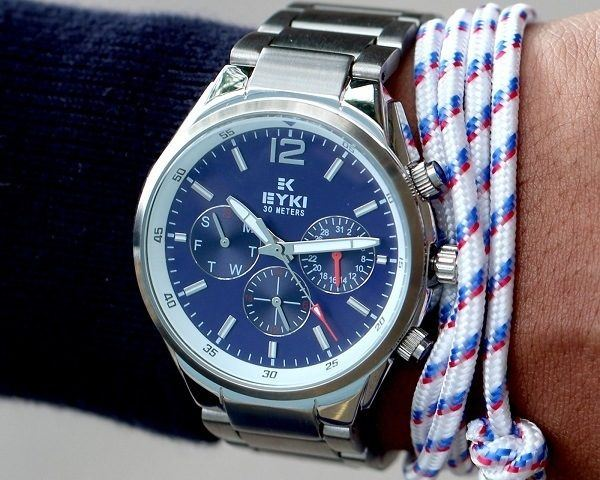 accesorio-hombre-reloj-moderno-y-elegante