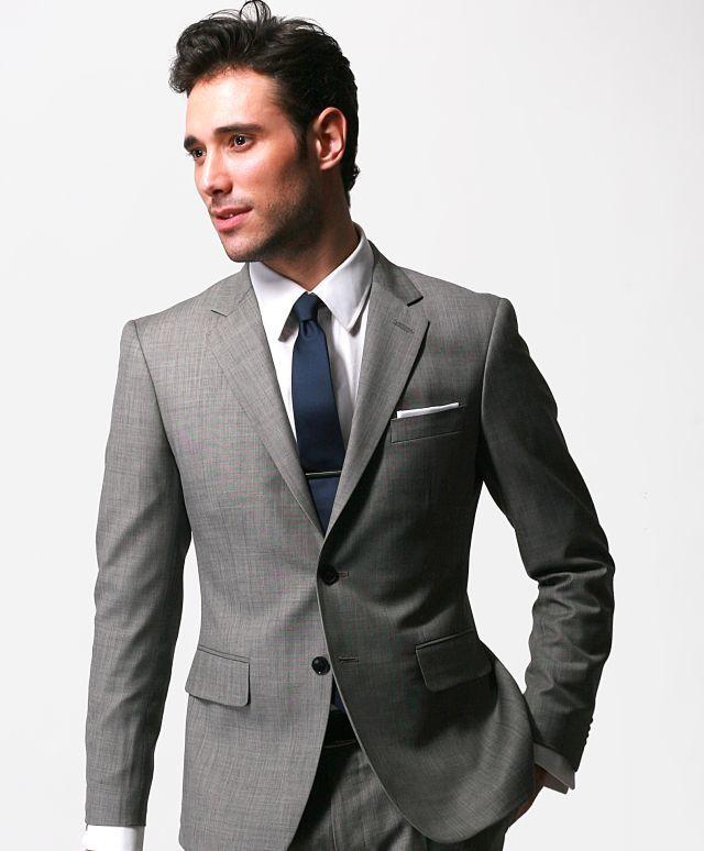 como-combinar-bien-los-colores-de-la-ropa-gris