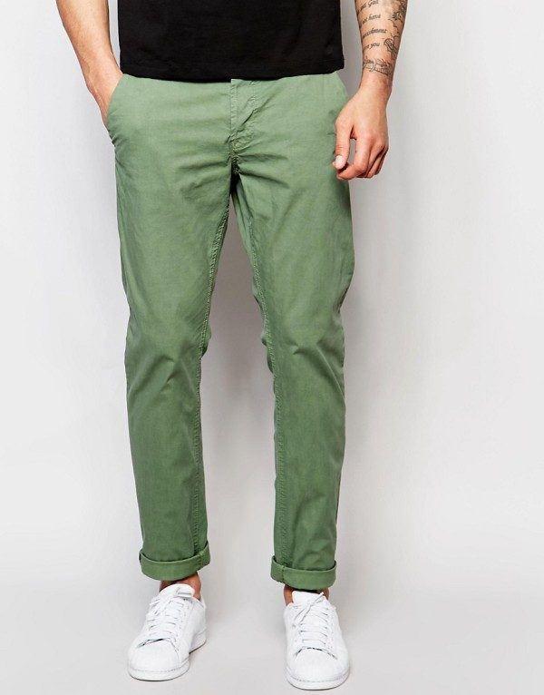 catalogos-tendencias-moda-hombre-primavera-verano-2010-pantalon-chinos