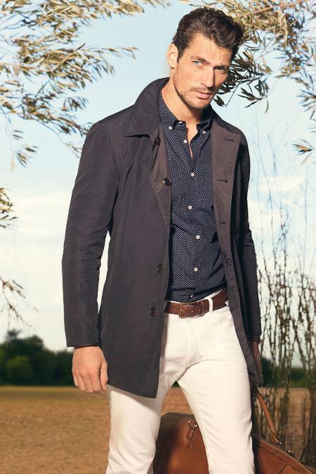 look-massimo-dutti-2013-abrigo-camisa-pantalones-blancos