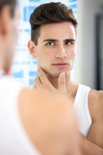 los-mejores-cortes-de-pelo-y-peinados-para-hombre-tendencia-cabello-corto-2013-cabello-retro-lados-rapados