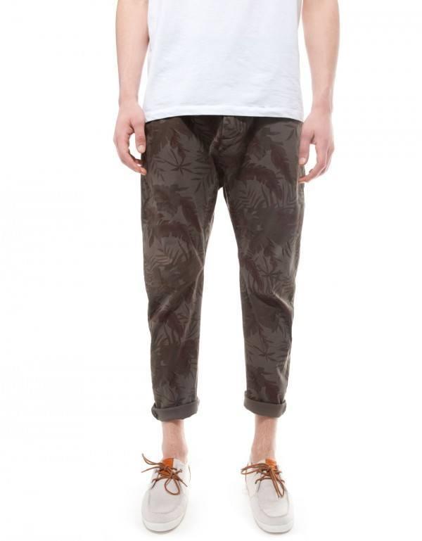 moda-para-hombres-primavera-verano-2014-consejos-para-vestir-en-esta-temporada-pantalones-flores