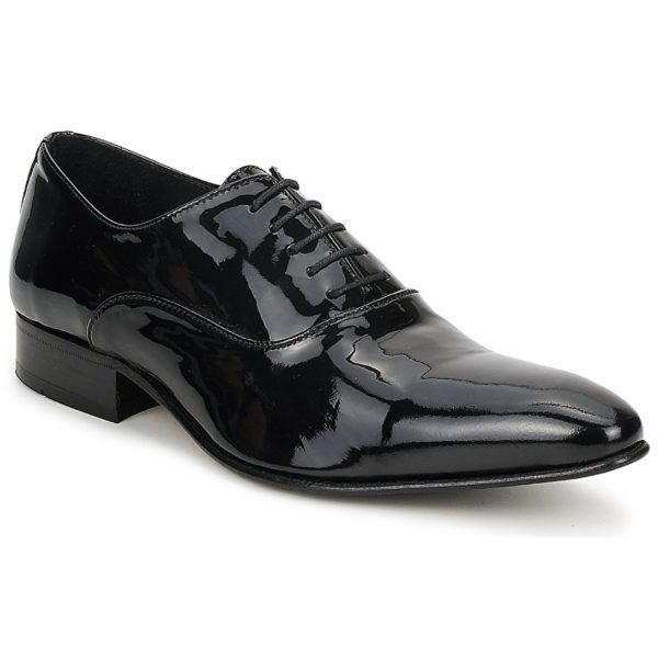 ¿Qué tipo de zapatos se deben llevar con el esmoquin?
