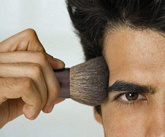 3-codigos-para-un-maquillaje-perfecto-hombre-polvos-de-sol