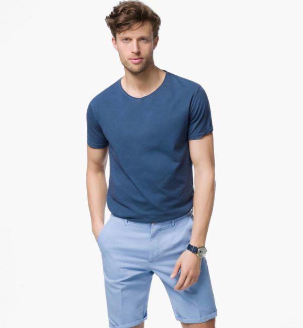 como-combinar-una-prenda-de-color-azul-look-massimo-dutti-bermudas-azules