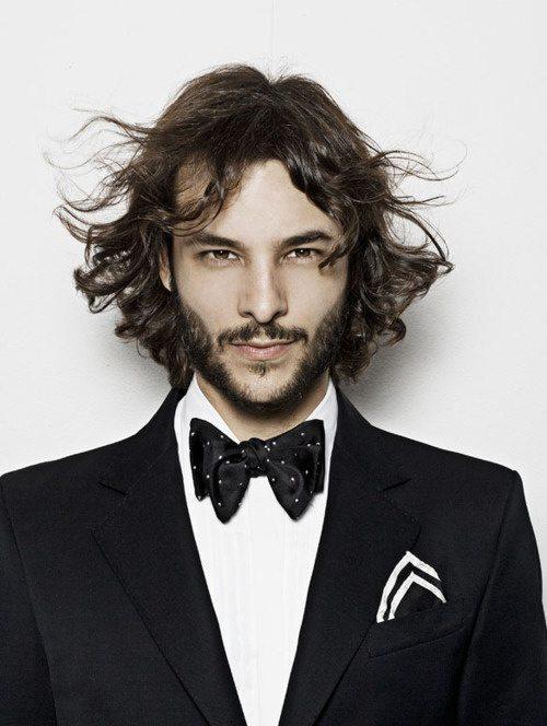 las-fotos-de-cortes-de-cabello-de-hombre-2013-pelo-largo-raya-al-medio