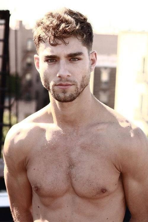 las-fotos-de-hombres-guapos-con-barba-cuidada-corta