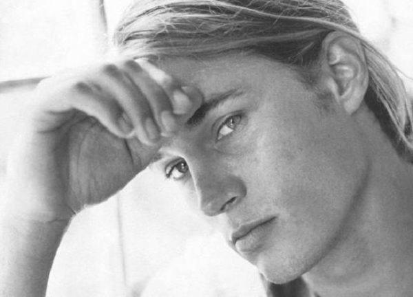los-10-mejores-modelos-hombres-del-mundo-2013-Travis-Fimmel