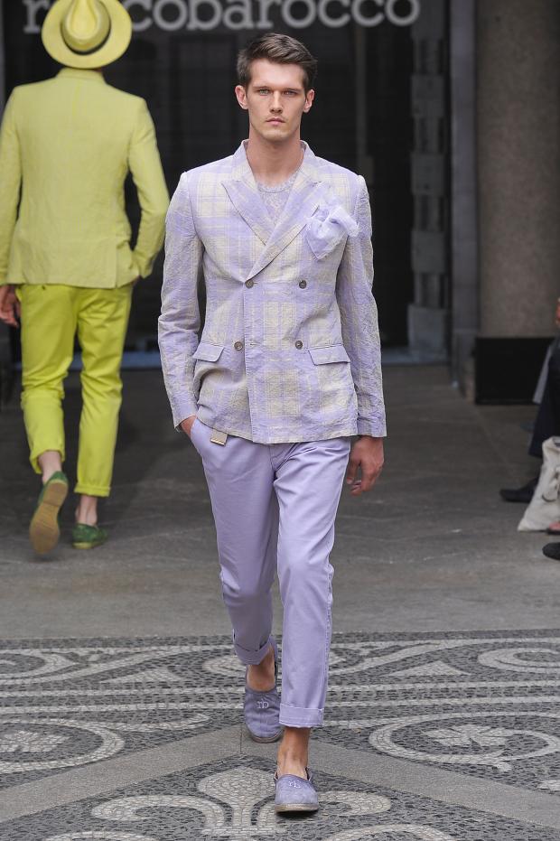 10-tendencias-que-no-te-puedes-perder-en-las-rebajas-de-verano-trajes-cruzados