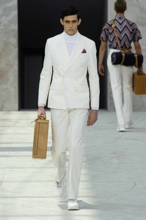 El traje blanco de Louis Vuitton