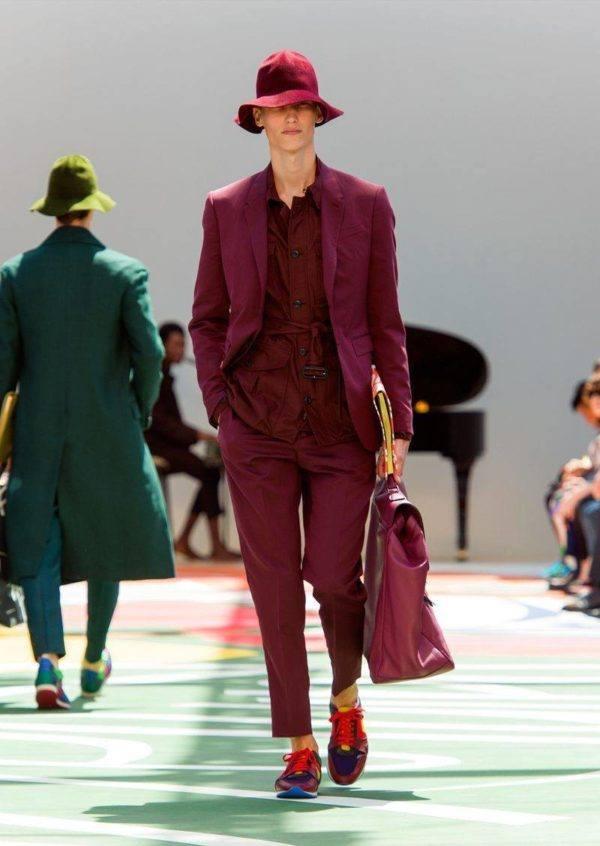 burberry-prosurm-primavera-verano-2015-traje-borgoña-chaqueta-cinturon