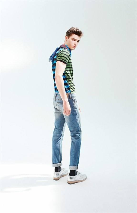 marc-by-marc-jacobs-otono-invierno-2014-2015-camiseta-rayas-pantalones-tejanos