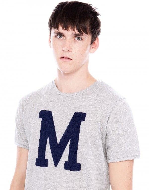 moda-camisetas-hombre-otono-invierno-2013-2014-tendencias-camiseta-letra-M