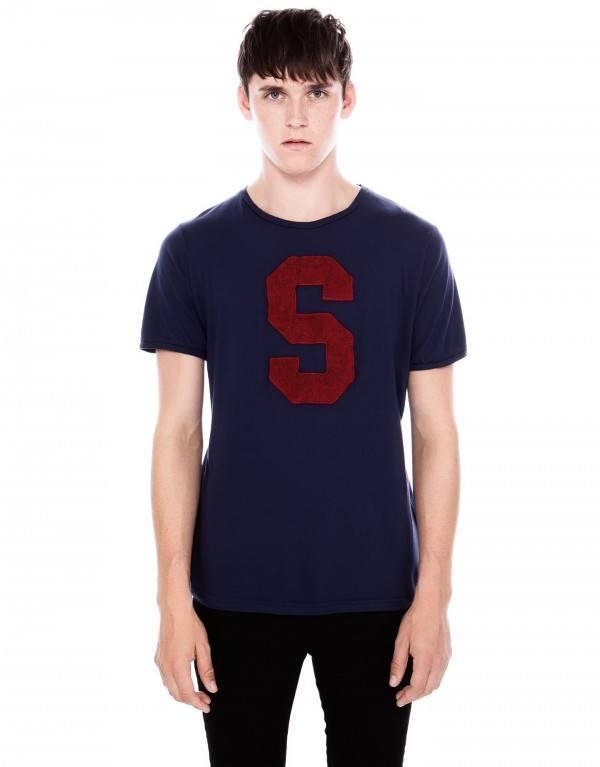 moda-camisetas-hombre-otono-invierno-2013-2014-tendencias-camiseta-letra-S
