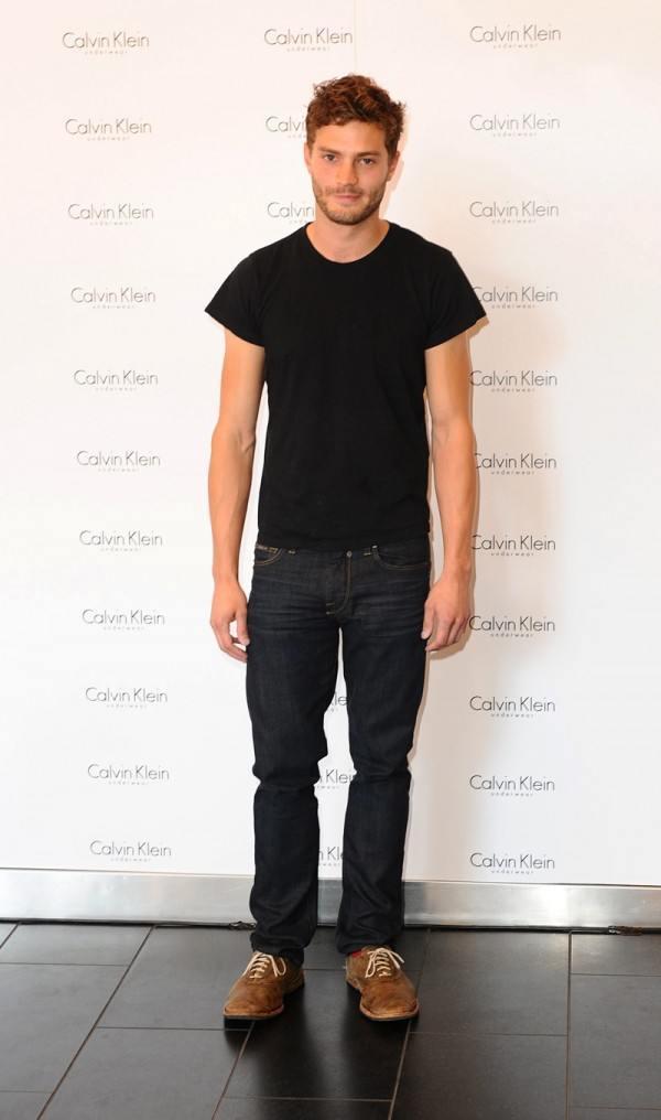 el-estilo-de-jamie-dornan-estilo-urbano-camiseta-jeans