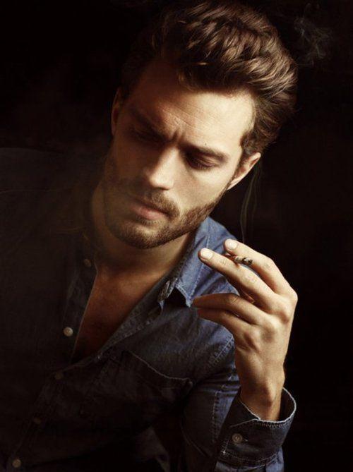 las-mejores-fotos-de-jamie-dornan-foto-fumando
