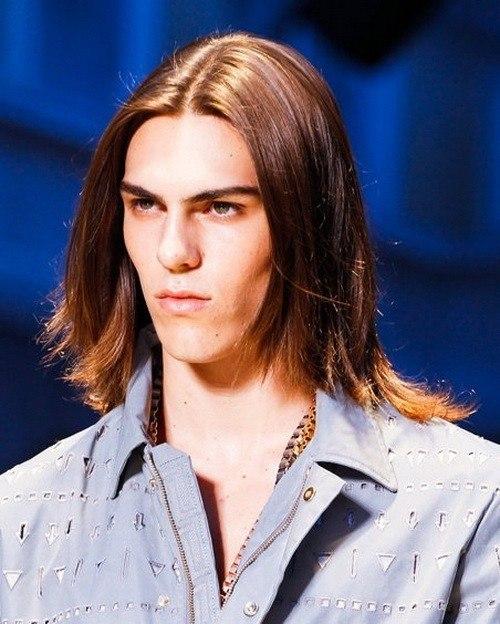 los-mejores-cortes-de-cabello-para-hombre-otono-invierno-pelo-de-media-melena-pelo-escalado
