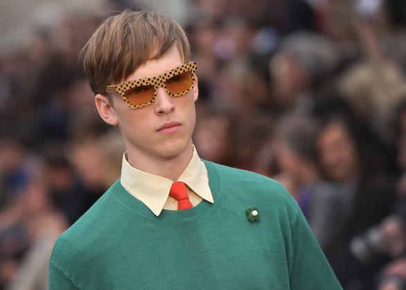 tendencias-complementos-hombre-2014-gafas-de-sol-burberry