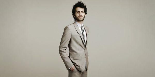 5-codigos-para-combinar-corbata-camisa-y-traje-armonia-en-los-colores