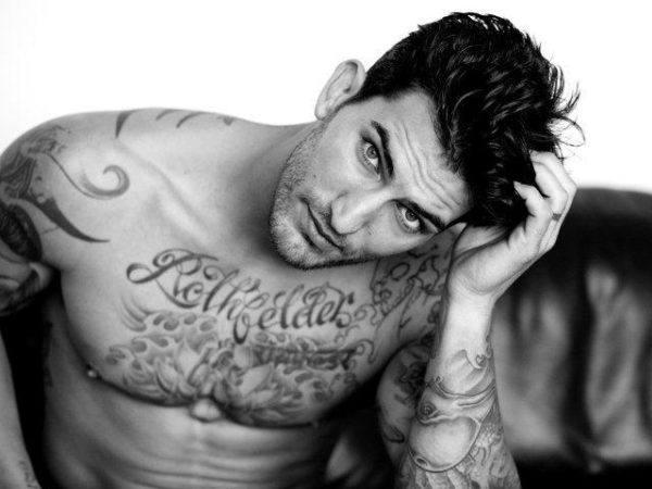 las-fotos-de-tatuajes-de-hombre-famosos-adam-von-rothfelder