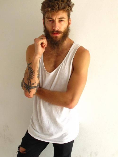 los-mejores-cortes-de-cabello-para-hombre-2014-pelo-ondulado-o-rizado-estilo-hipster