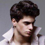 los-mejores-cortes-de-cabello-para-hombre-2014-pelo-ondulado-o-rizado-peinado-con-raya