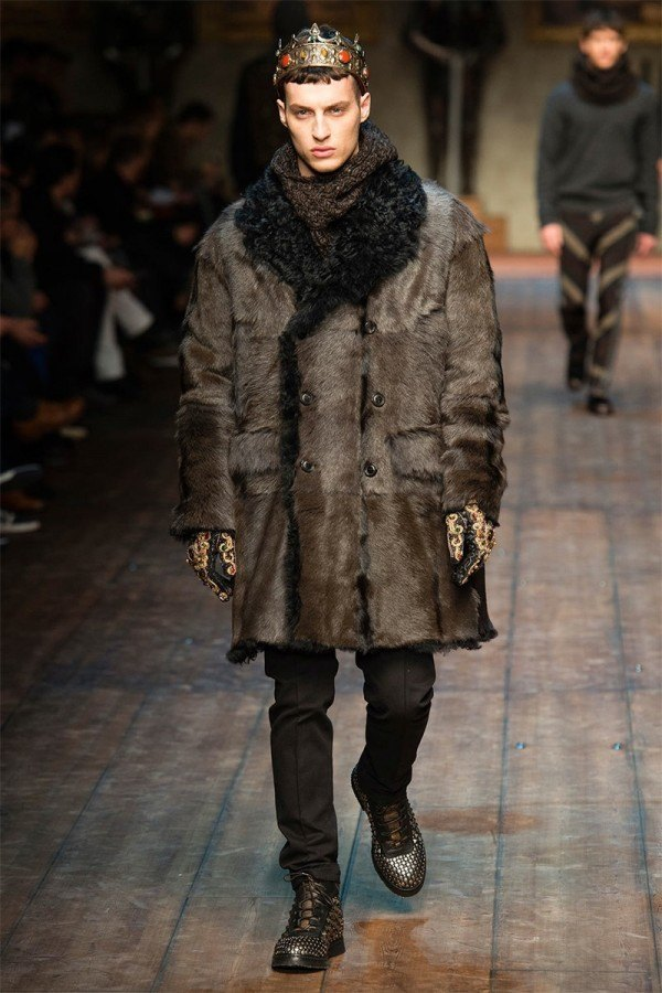 fashion-week-hombre-dolce-gabbana-otono-invierno-2014-2015-abrigo-pelo-marron