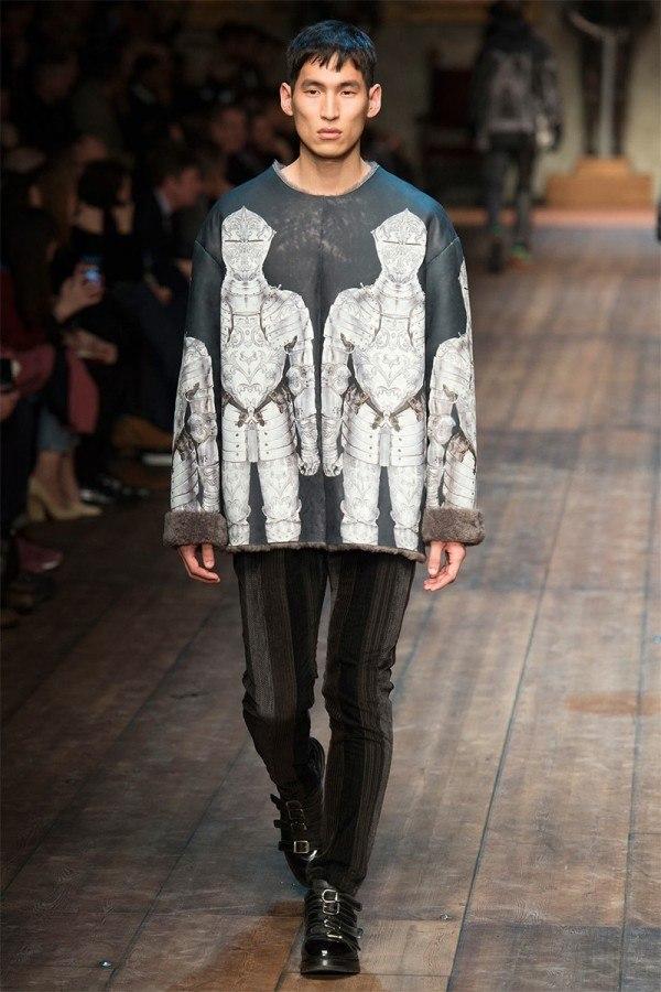 fashion-week-hombre-dolce-gabbana-otono-invierno-2014-2015-jersey-oversize-medieval-mangas-pelo