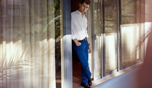 hm-primavera-verano-2014-domingo-primaveral-camisa-blanca-pantalon-azul
