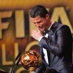 peinados-cristiano-ronaldo-balon-de-oro-2013-momento-recibir-trofeo-llorando