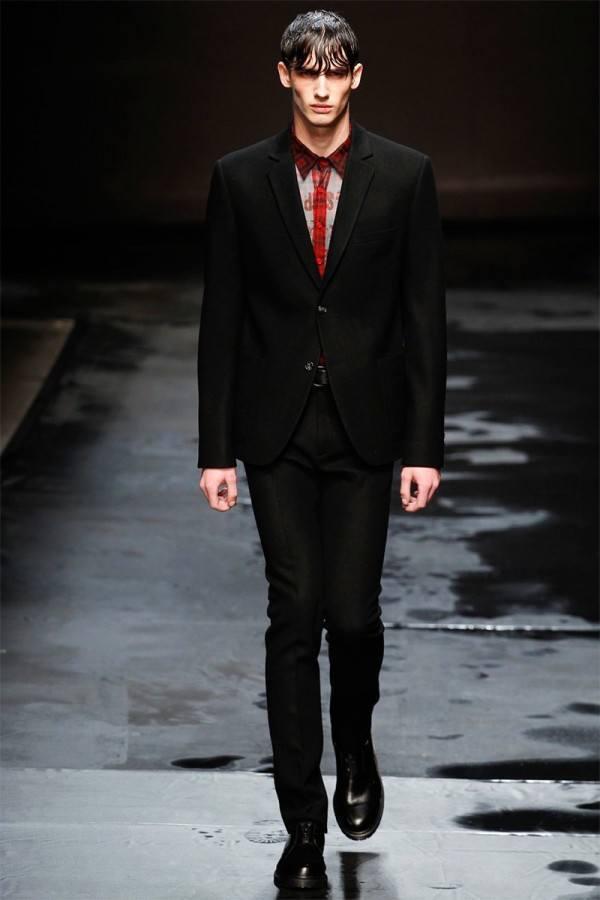 topman-design-hombre-otono-invierno-2014-2015-traje-ajustado-negro