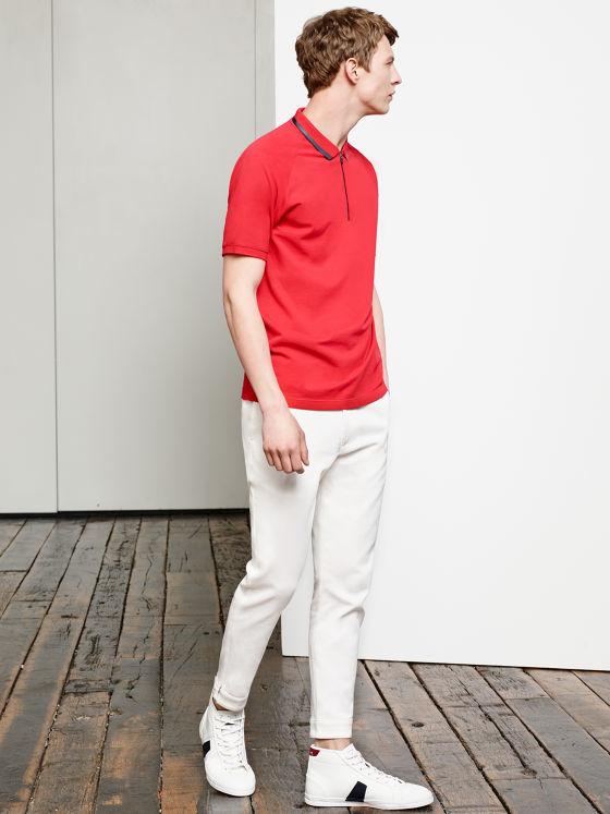catalogo-zara-hombre-primavera-verano-2015-polo-rojo-pantalon-blanco