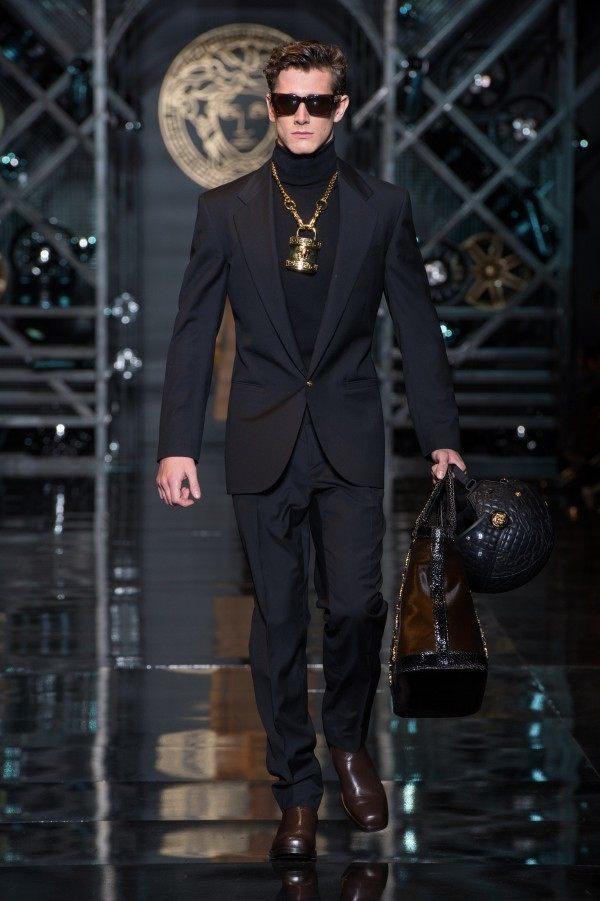 versace-hombre-otono-invierno-2014-2015-accesorio-dorado