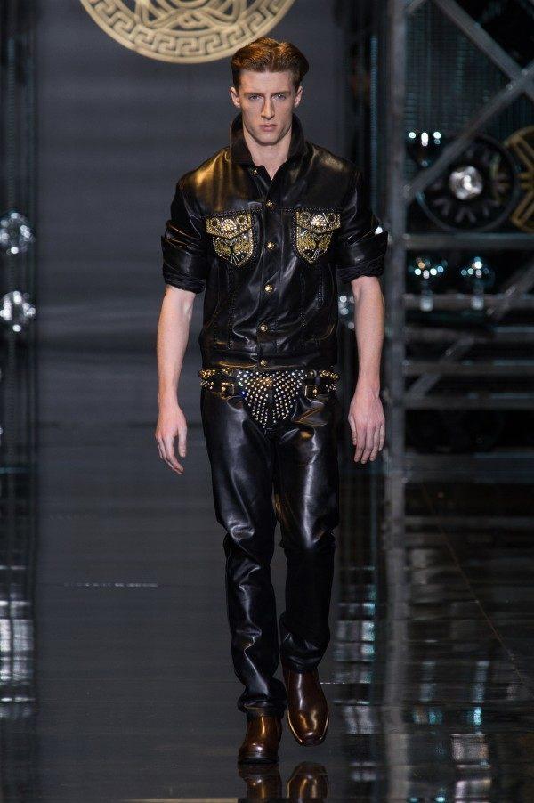 versace-hombre-otono-invierno-2014-2015-camisa-pantalon-cuero-dorado