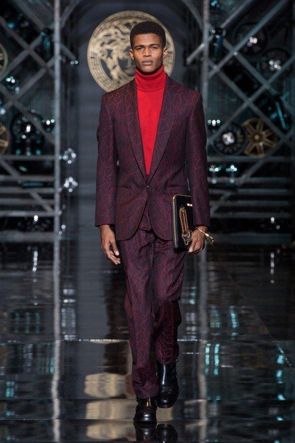 versace-hombre-otono-invierno-2014-2015-traje-borgoña-estampado