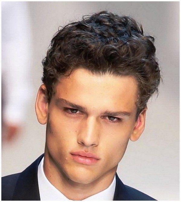 los mejores cortes de pelo para hombre primavera pelo rizado
