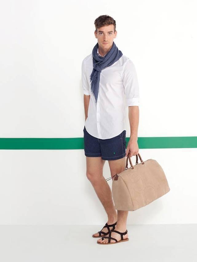 purificacion-garcia-hombre-primavera-verano-2014-camisa-blanca-bermuda-azul-bolso