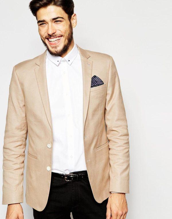 Las americanas son la prenda por excelencia para el hombre que busca un atuendo formal adecuado para entornos de negocios y eventos formales. En Kiabi dispones de una amplia colección de americanas y trajes de hombre para que puedas vestirte de forma elegante al mejor precio.