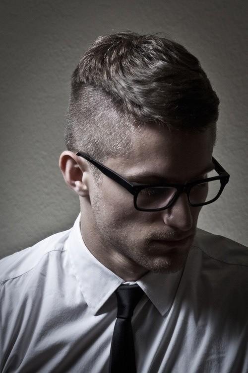 cortes-de-pelo-y-peinados-para-hombres-otoño-invierno-2014-2015-cabello-corto-peinado-hacia-delante