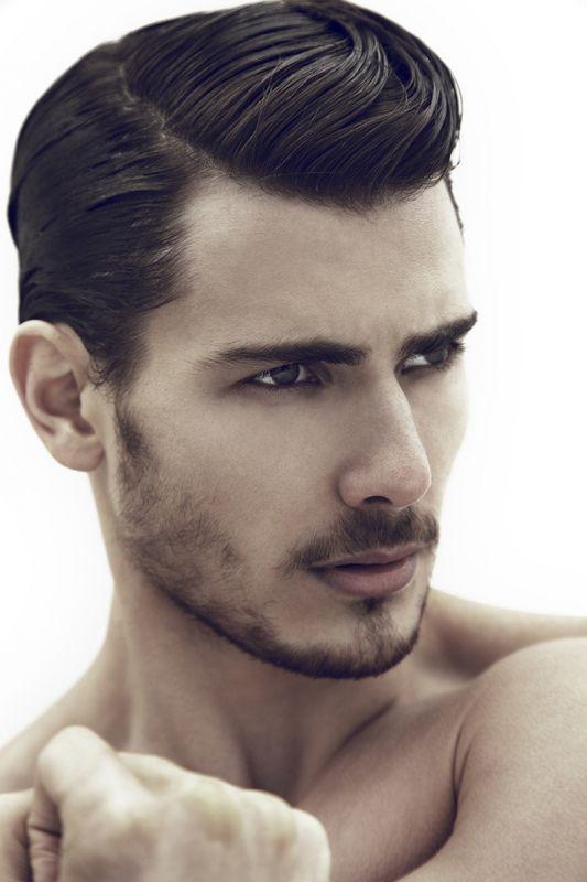 los-mejores-cortes-de-cabello-para-hombre-otoño-invierno-2014-2015-pelo-corto-vuelve-la-raya.-hacia-un-lado