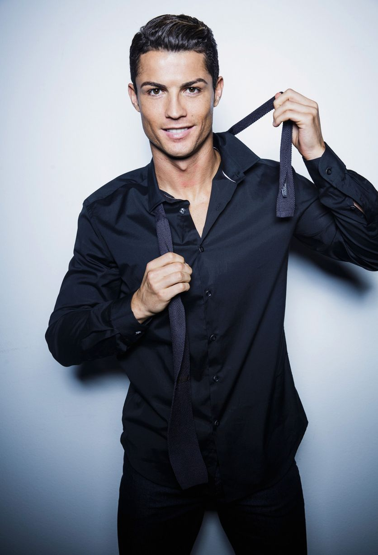peinados-de-cristiano-ronaldo-vestido-con-corbata