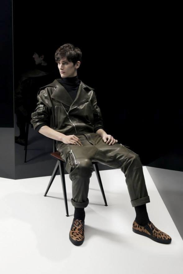 balmain-para-hombre-otono-invierno-2014-2015-look-cuero-verde-militar-zapatillas-animal-print
