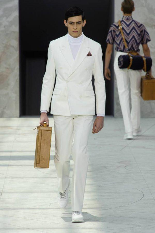 louis-vuitton-hombre-primavera-verano-2015-traje-blanco-cuello-cisne