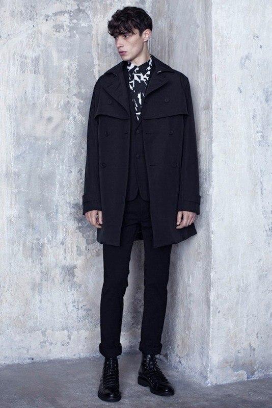dior-homme-otono-invierno-2014-2015-abrigo-negro